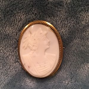 Vintage Carved Shell 10k cameo brooch pendant